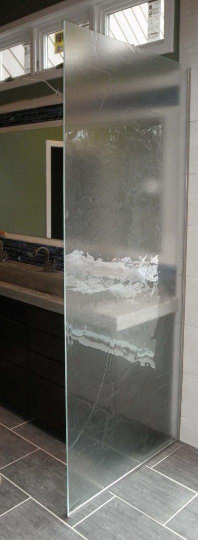 custom glass splash guard with u channel